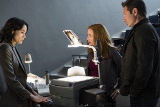 """X-Files: una scena con David Duchovny e Gillian nell'episodio """"This"""""""