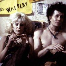 Sid e Nancy: Gary Oldman in una scena del film