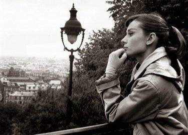 Un'immagine che ritrae Audrey Hepburn