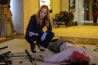 """x-Files: Gillian Anderson in una sequenza dell'episodio """"Doppioni"""""""
