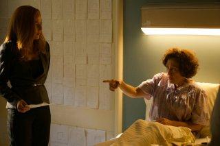 """x-Files: Gillian Anderson in una scena dell'episodio """"Doppioni"""""""