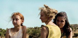Figlia mia: Sara Casu, Valeria Golino e Alba Rohrwacher in una scena del film