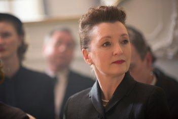 Il filo nascosto: Lesley Manville in un momento del film
