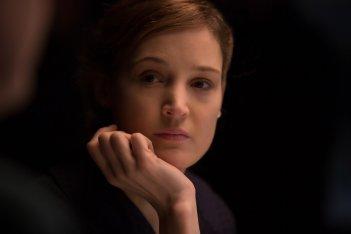 Il filo nascosto: Vicky Krieps in una scena del film