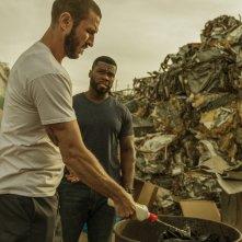 Nella tana dei lupi: Pablo Schreiber e 50 Cent in una scena del film