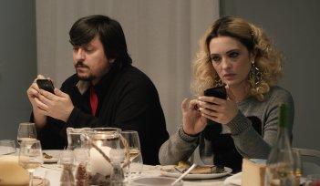 Sconnessi: Ricky Memphis e Carolina Crescentini in una scena del film