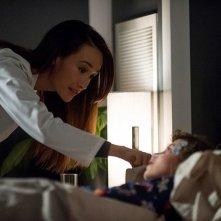 Slumber - Il demone del sonno: Maggie Q e Lucas Bond in una scena del film