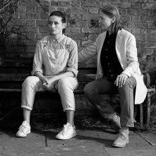 The Party: Emily Mortimer e Cherry Jones in una scena del film
