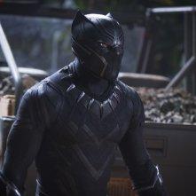Black Panther: un primo piano di Chadwick Boseman in costume