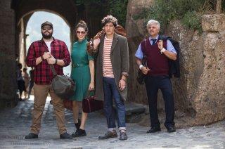 Puoi baciare lo sposo: Salvatore Esposito, Diana Del Bufalo, Cristiano Caccamo e Dino Abbrescia in una scena del film
