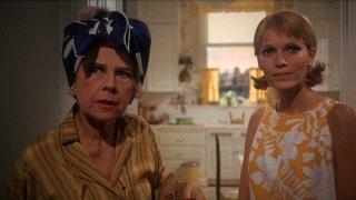Rosemary's baby - Nastro rosso a New York: Ruth Gordon e Mia Farrow in una scena del film