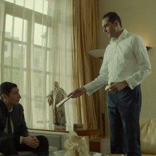 Omicidio al Cairo: Fares Fares e Ahmed Abdelhamid Hefny in una scena del film