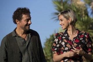 A casa tutti bene: Stefano Accorsi ed Elena Cucci in una scena del film