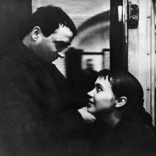 Bande à part: Anna Karina e Claude Brasseur in una scena del film