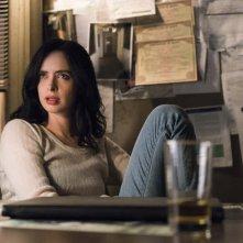 Jessica Jones 2: Krysten Ritter alla scrivania