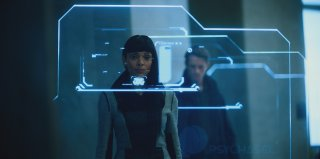 Altered Carbon: Tamara Taylor in una scena