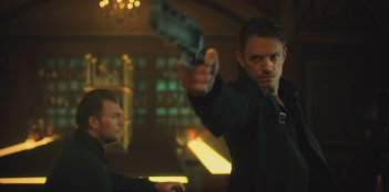 Altered Carbon: Joel Kinnaman in una scena