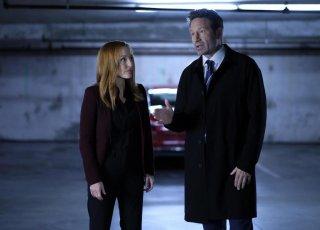 X-Files: Gillian Anderson e David Duchovny  in una scena dell'episodio L'effetto Mandela