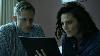Absentia: Stana Katic in una scena della serie