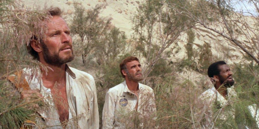 Il pianeta delle scimmie: Charlton Heston in una scena del film