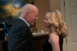 Il giustiziere della notte: Elisabeth Shue e Bruce Willis in una scena del film