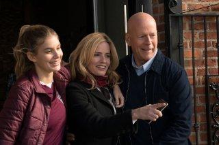 Il giustiziere della notte: Elisabeth Shue, Bruce Willis e Camila Morrone in una scena del film