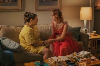 Lady Bird: Saoirse Ronan e Beanie Feldstein in una scena del film