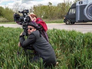 Visages, villages: JR e Agnès Varda sul set del loro film