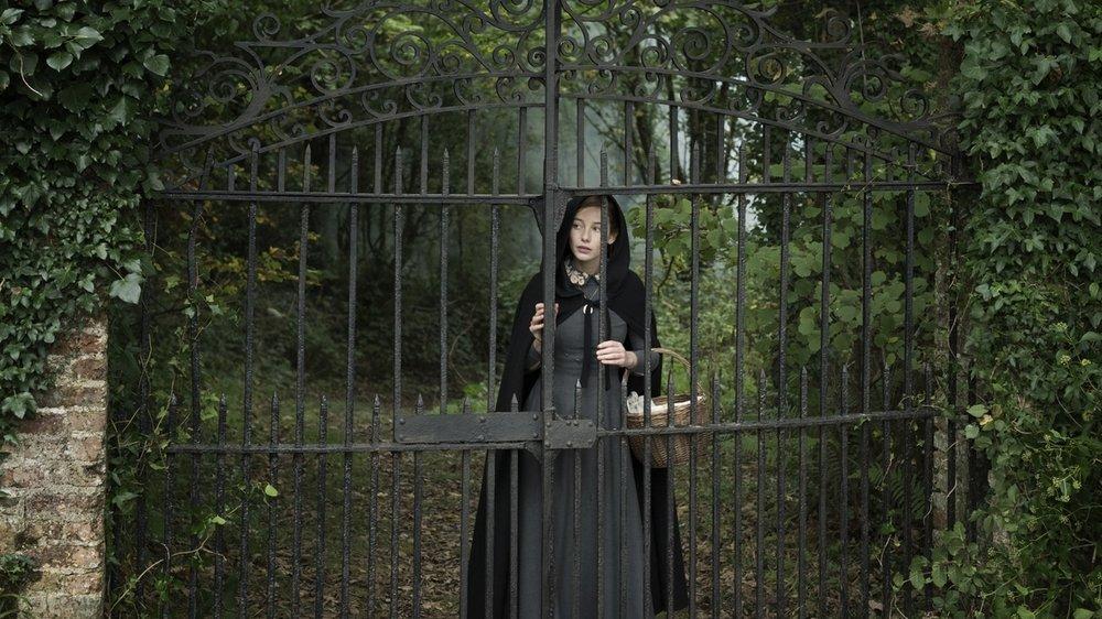 The Lodgers - Non infrangere le regole: Charlotte Vega in una scena del film