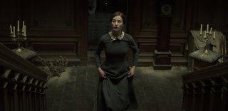 The Lodgers - Non infrangere le regole: Charlotte Vega in un momento del film
