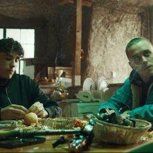 La terra dell'abbastanza: Andrea Carpenzano e Matteo Olivetti in una scena del film