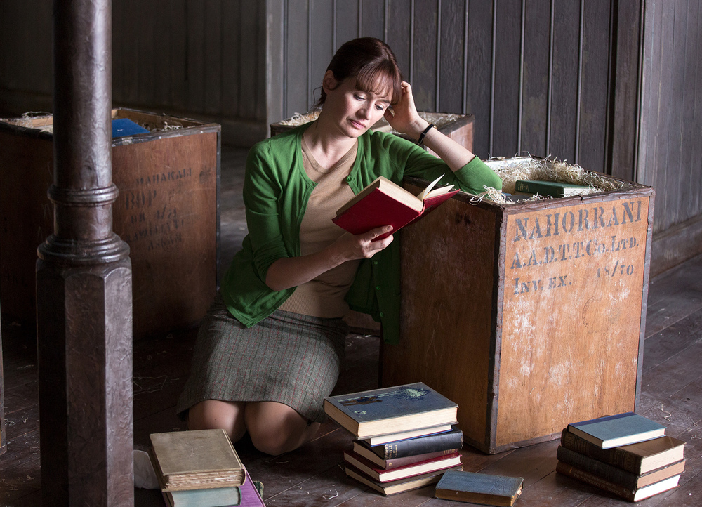 The Bookshop: Emily Mortimer in un momento del film