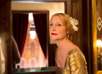 The Bookshop: Patricia Clarkson in una scena del film