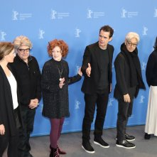 Berlino 2018: uno scatto dei giurati Adele Romanski, Tom Tykwer, Stephanie Zacharek, Chema Prado, Cécile de France, Ryūichi Sakamoto