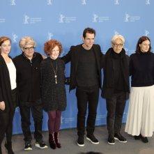 Berlino 2018: i giurati Adele Romanski, Tom Tykwer, Stephanie Zacharek, Chema Prado, Cécile de France, Ryūichi Sakamoto al photocall