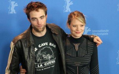 """Berlino 2018, Robert Pattinson: """"In Damsel sono lo stalker di Mia Wasikowska nel selvaggio West"""""""