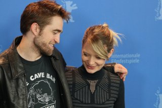 Berlino 2018:Mia Wasikowska e Robert Pattinson al photocall di Damsel