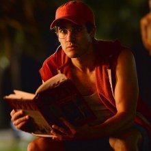 American Crime Story: Darren Criss in una scena dell'episodio Manhunt