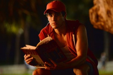 American Crime Story: Darren Criss in una scena dell'episodio Manhunt