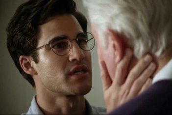 American Crime Story: Darren Criss in una scena dell'episodio A Random Killing