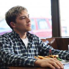 American Crime Story: Cody Fern in un momento dell'episodio House by the Lake