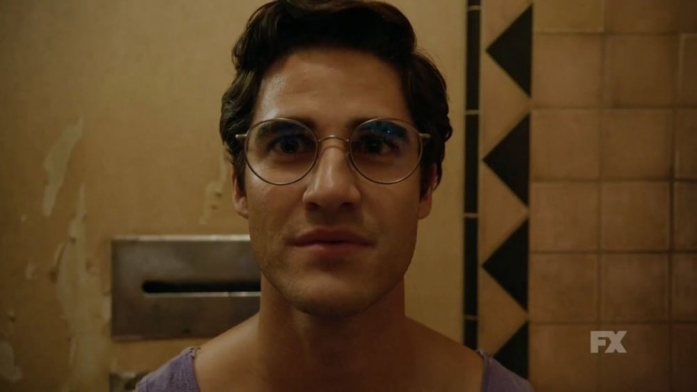 American Crime Story: Darren Criss in una scena dell'episodio House by the Lake