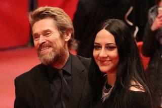 Berlino 2018: Willem Dafoe e sua moglie sul red carpet