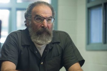 Homeland: Mandy Patinkin in una scena dell'episodio Enemy of the State
