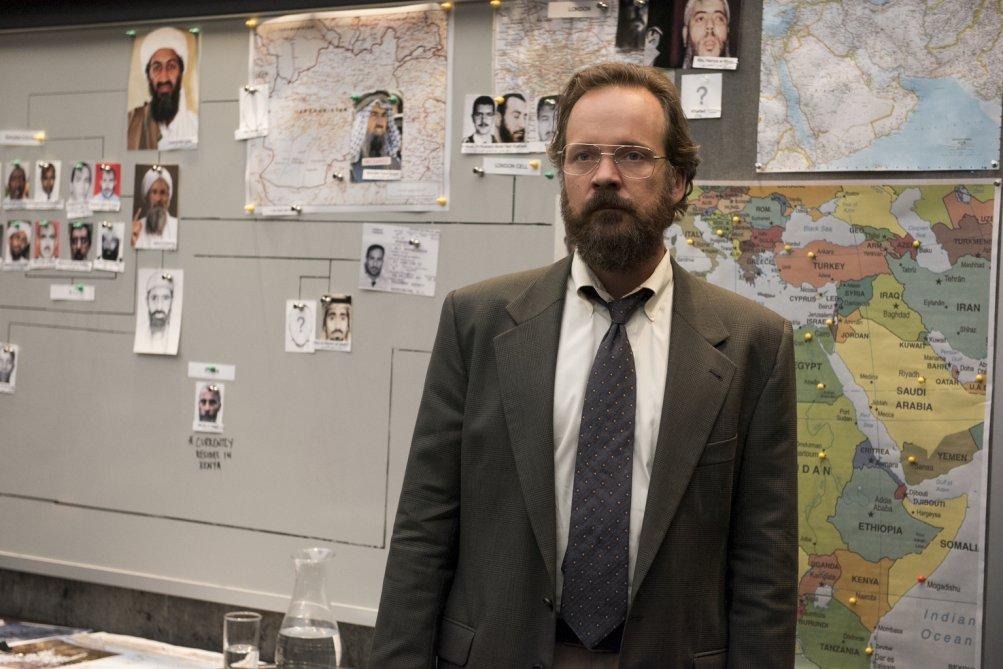 The Looming Tower: Peter Sarsgaard in una scena