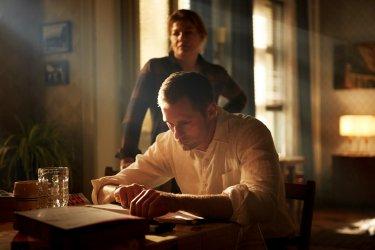 Mute: una scena con Alexander Skarsgård
