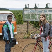 Everything Sucks!: Peyton Kennedy e Jahi Di'Allo Winston in una scena della serie
