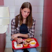 Everything Sucks!: Peyton Kennedy in una scena della serie