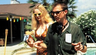 Heather Graham sul set del film Boogie Nights insieme al regista Paul Thomas Anderson
