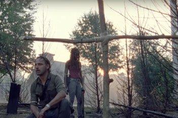The Walking Dead: Andrew Lincoln e Danai Gurira in una scena dell'episodio Honor